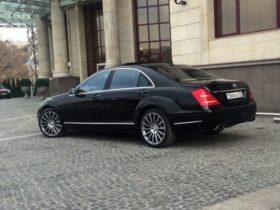 Mercedes-Benz S 500 W 221 черный прокат в Алматы
