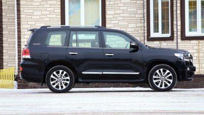 прокат Toyota Land Cruiser 200 с водителем